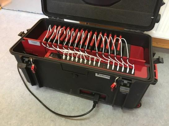 Tablets im Koffer zum Laden und sicheren aufbewahren