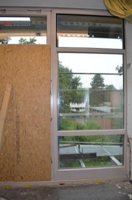 Eine schöne Sicht auf die Nachbarschule. Wenn dann nächste Woche auch die Türen da sind, wird es noch viel schöner.
