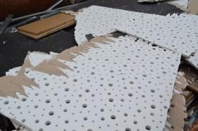 Die abgetragene Decke füllt einen ganzen kleinen Container.