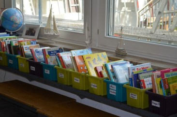 Noch ist alles sortiert! In ein paar Stunden stürzen sich die Kinder auf die Bücher! Es gibt vieles zu entdecken!