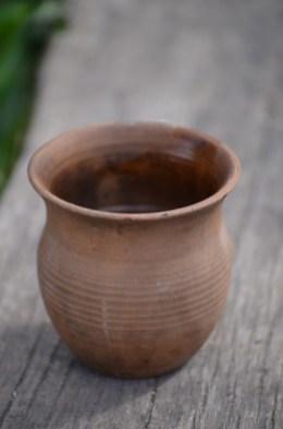 Ein Tee im echten Tonkrug.