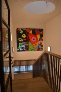 Die Picassobilder 1 bis 3 hängen bereits im Obergeschoss des Neubaus. Im dazugehörigen Treppenhaus hängt nun das letzte Bild.