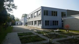 Schule mit Schulgarten