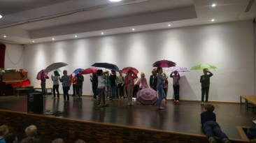 Die Klasse 2b zeigte, dass man auch bei Regenwetter Spaß haben kann.