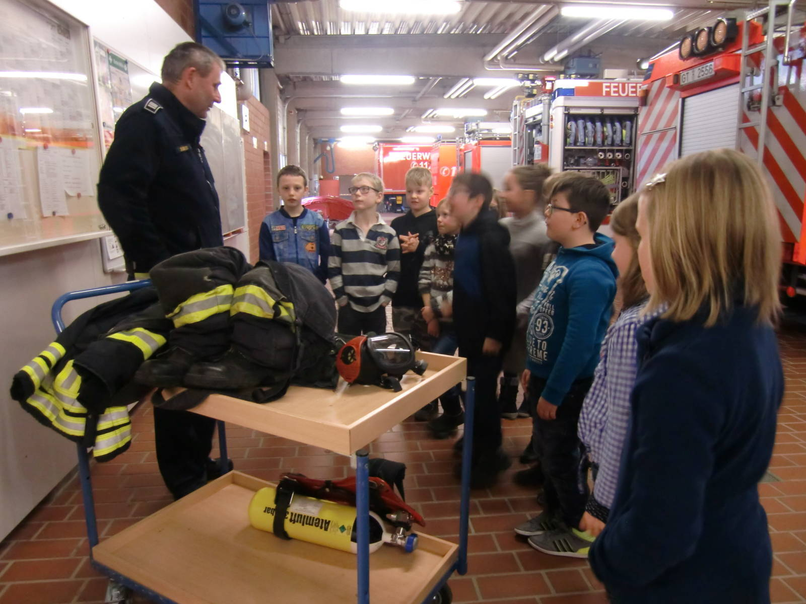 Feuerwehrbesuch_Klasse 3a (18)