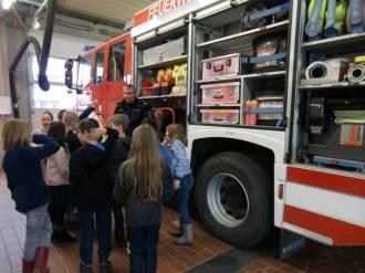 Feuerwehrbesuch_Klasse 3a (2)