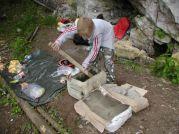 Postupne sme všetci miešali betón Foto: Slávka Szunyogová