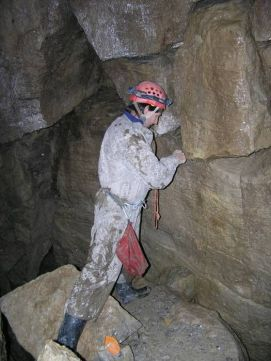 Len po štvrtý bod bolo sucho. Potom už v jaskyni pršalo z topiaceho sa snehu na povrchu