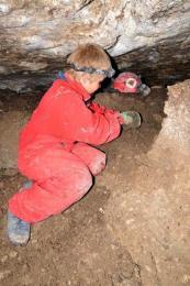 Maťko sa chce k novému vchodu prekopať z jaskyne