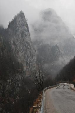 Cesta k jaskyni Gryka e Madhe (Velika klisura)