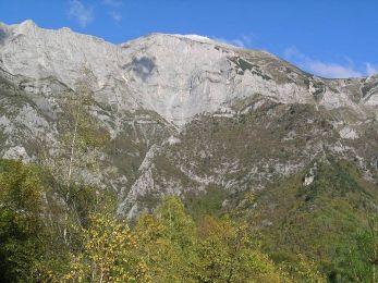 Solúnska Glava s Nežilovskou stenou, ktorá prechádza do kaňonu