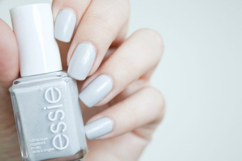 Essie go with the flowy review swatch haltbarkeit