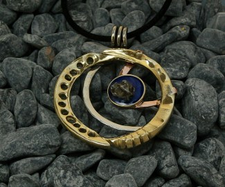 pendant-cozmic-blues-collection-brass-copper-nickelsilver-epoxy-sikhote-alin-meteorite-4