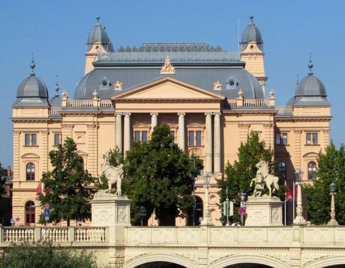 Schwerin: Theaterbesucher können Künstlern helfen