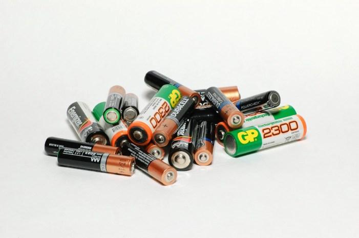 Farben, Ölreste, Akkus und Batterien werden eingesammelt