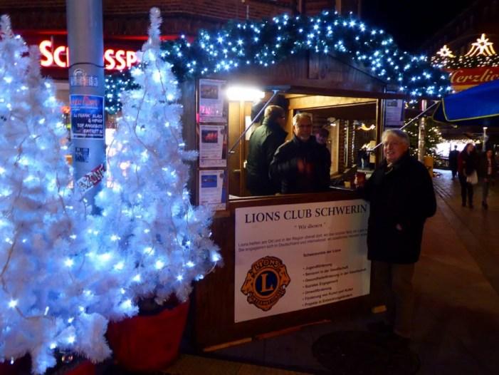 Wieder auf dem Schweriner Weihnachtsmarkt: Der LIONS Glühweinstand