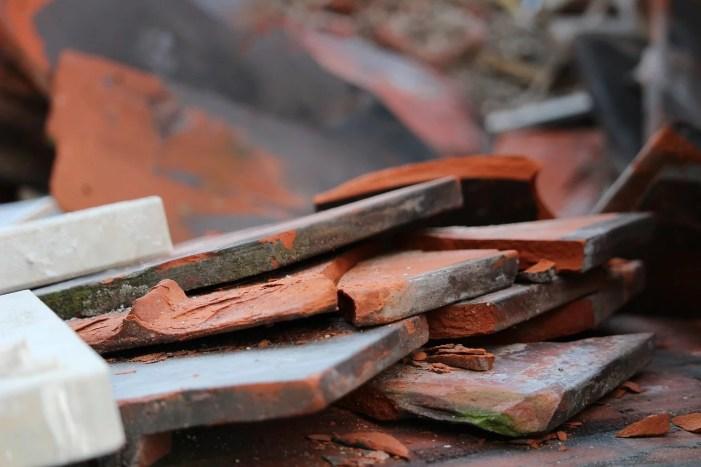 Dachziegel löste Feuerwehreinsatz aus