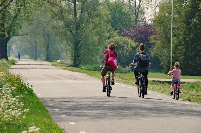 Schwerin: Minister übergibt Fördermittel für Radweg