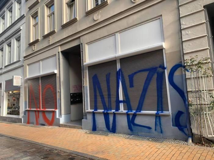 Schwerin: Erneut Schmierereien an AfD-Büro