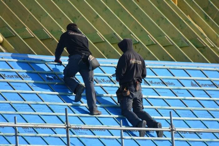 Schwerin: Gewerkschaft will mehr Geld für Dachdecker