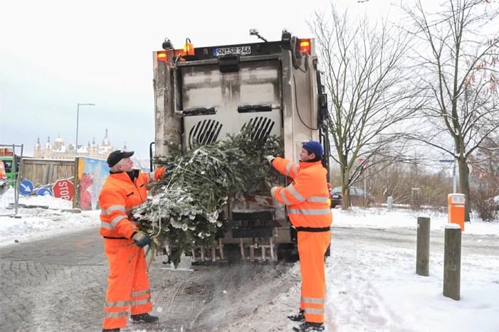 Schwerin: Der Weihnachtsbaum heute und in ein paar Tagen