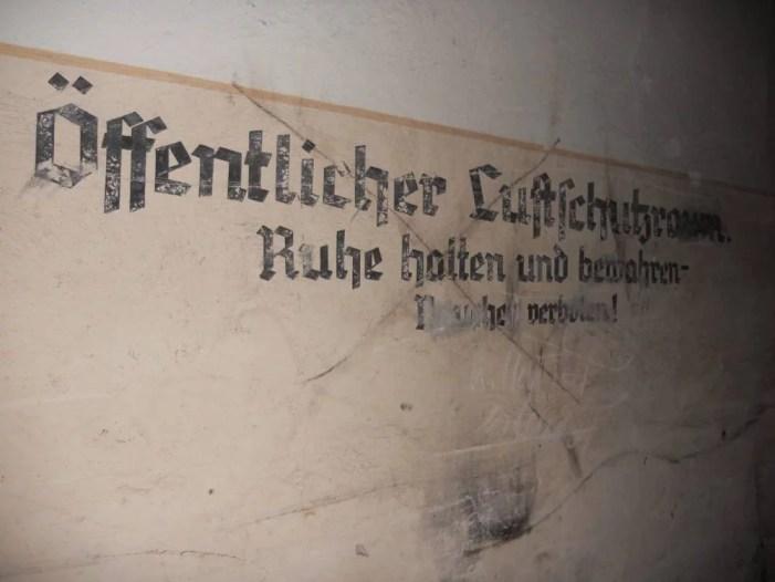 Schwerin: Farbvideo des Bunkers an der historischen Sportstätte Paulshöhe