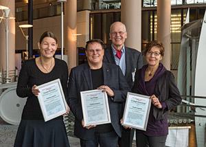 Die Gewinner des Publikumspreises 2015: vorn v.l. Caroline Wichmann, Uwe Steger und Dr. Birgitt Sickenberger mit Reiner Korbmann (Julia Wandt fehlte leider). (Foto: J. Rathke)