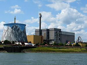 Symbol einer gescheiterten Technologie: Aus dem Kernkraftwerk wurde der Freizeitpark Kalkar. (Foto: D. Schütz/Pixelio