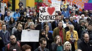 """Demonstranten """"March for Science"""" """"Marsch für die Wissenschaft"""" #sciencemarch"""