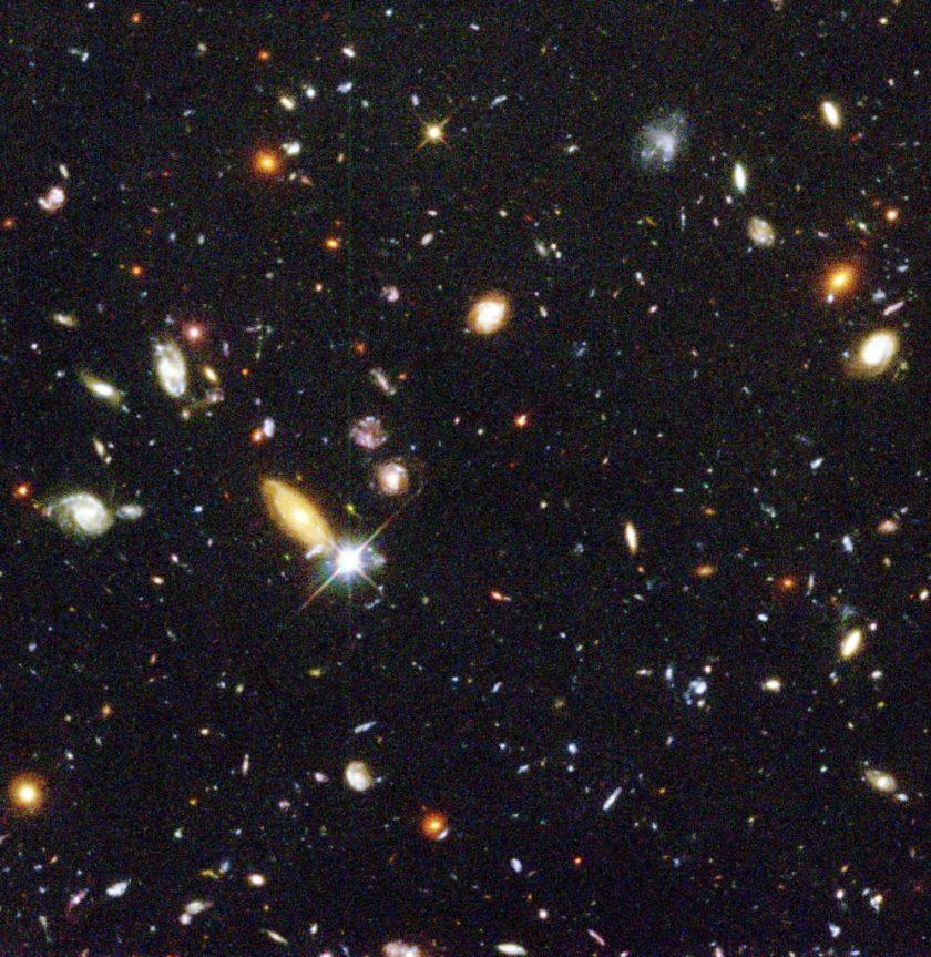 Le Champ profond de Hubble, contenant plus d'un millier de galaxies.
