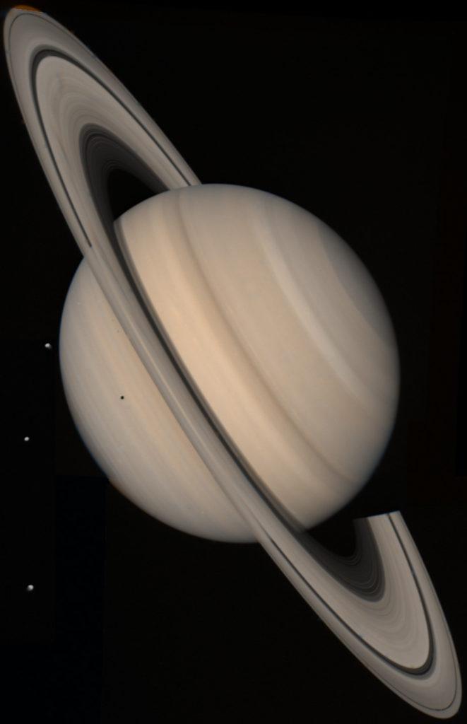 photo de la planète gazeuse saturne prise par la sonde voyager 2