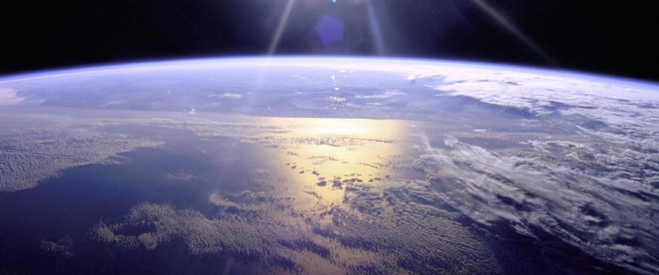 Full Sunburst over Earth Image: NASA