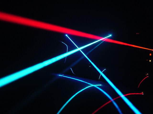Single laser stops molecular tumbling motion instantly