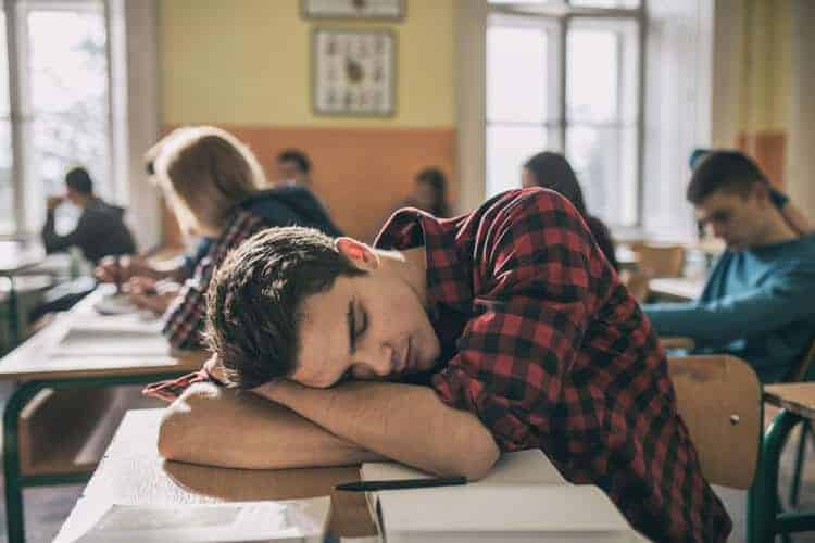Study links sleep loss with nighttime snacking, junk food cravings, obesity, diabetes
