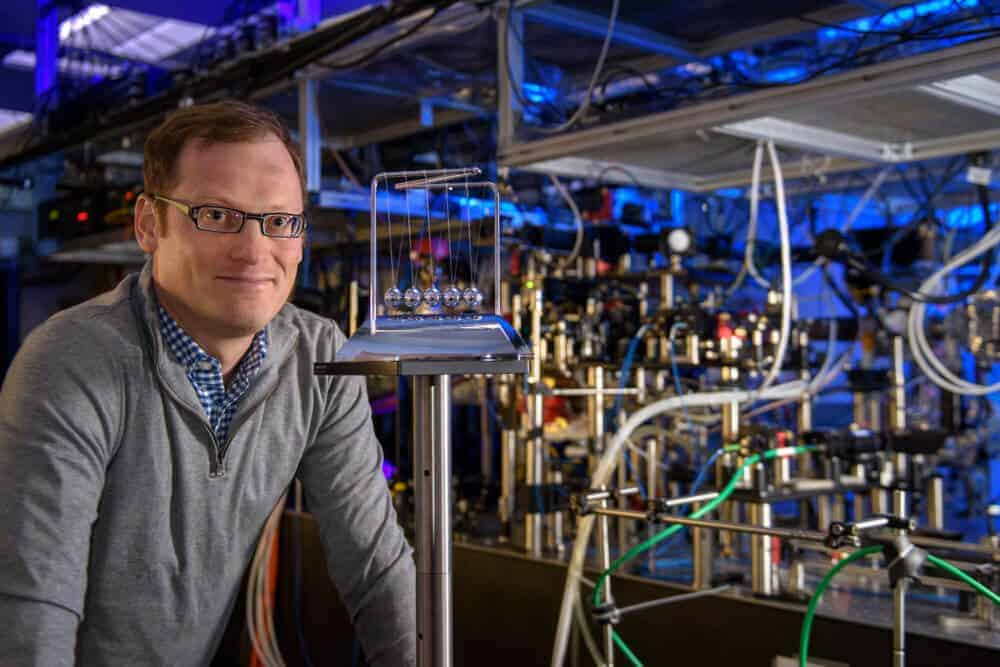 Researchers investigate behavior in quantum systems with a toy-inspired technique