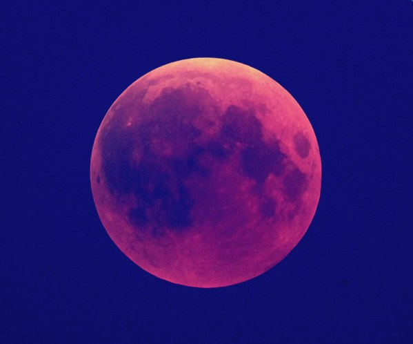 Pentax K-x an Skywatcher ED 120/900 mm Refraktor, Blende 7,5, 4s bei ISO 400. Tonwertkorrekturen in Photoshop. Bild: © Autor.