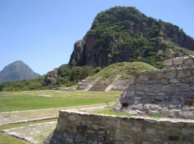 Olmec ruins buildings