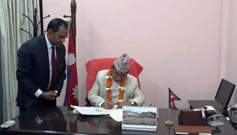 प्रेमबहादुर सिंहद्वारा बिज्ञान तथा प्रबिधि मन्त्रालयको पदभार ग्रहण