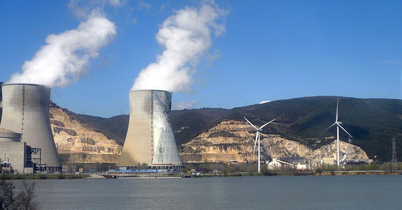 Pourquoi n'est-il pas si simple de remplacer le nucléaire par le vent et le soleil ?