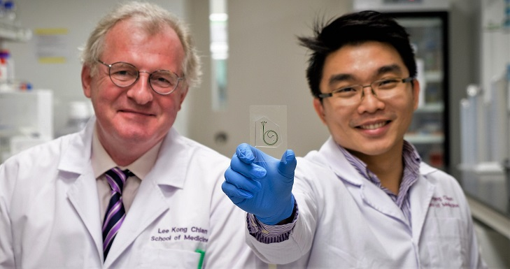 NTU Prof Bernhard Boehm and Dr Hou Han Wei holding their quick test kit for inflammation in diabetic patients. Credit: Image courtesy of Nanyang Technological University