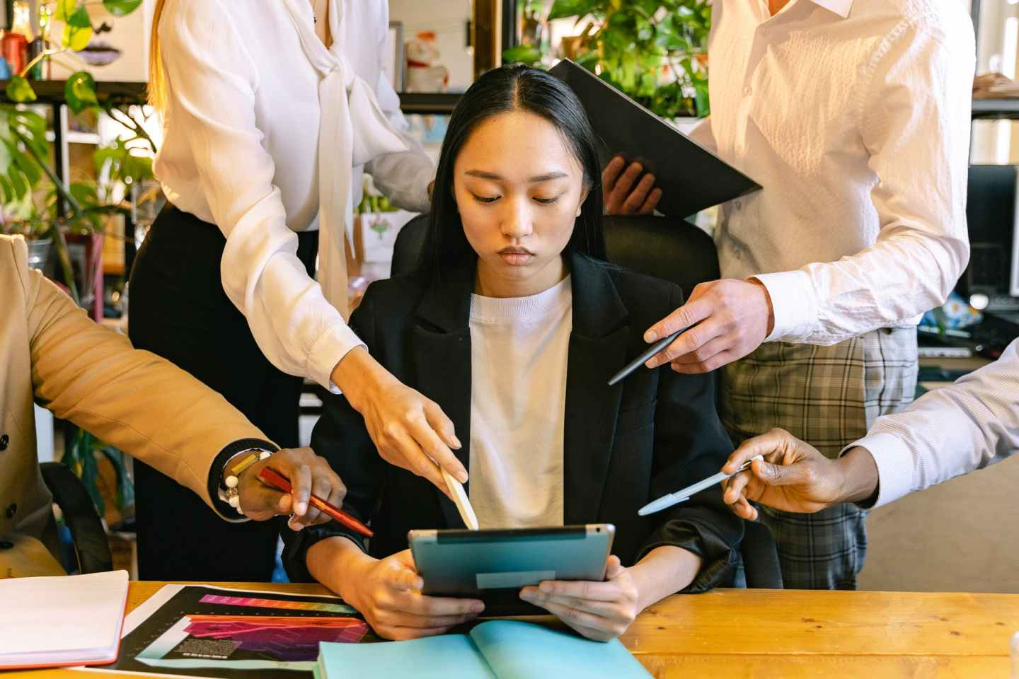woman using ipad brainstorming with her colleagues