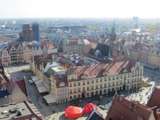 Sukiennice na wrocławskim rynku oraz sam Rynek i Ratusz.,