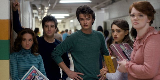 The older teen cast, who can't help but make you think of your high school days. Credit: Netflix