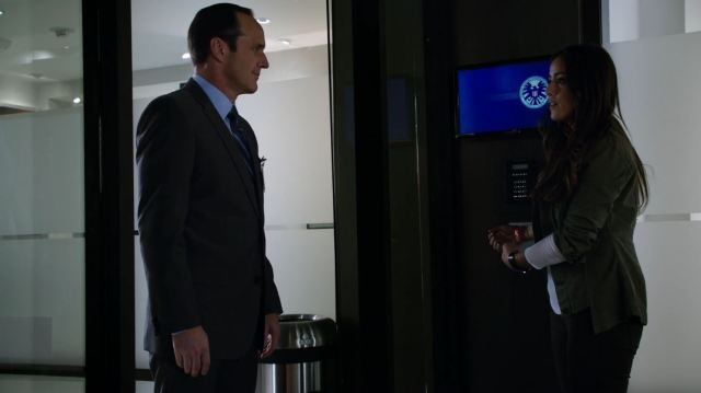 Skye (Chloe Bennett) is fixed to the wall - Agents of SHIELD Agents of S.H.I.E.L.D. S1Ep7 'The Hub' Review!