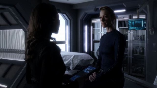 The Android (Zoie Palmer) wakes up. Dark Matter Episode 8 Review