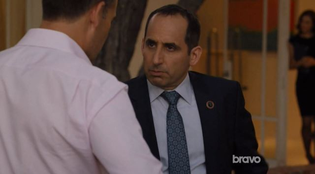 Colony S1Ep9 Zero Day Review. Peter Jacobson as Alan Snyder