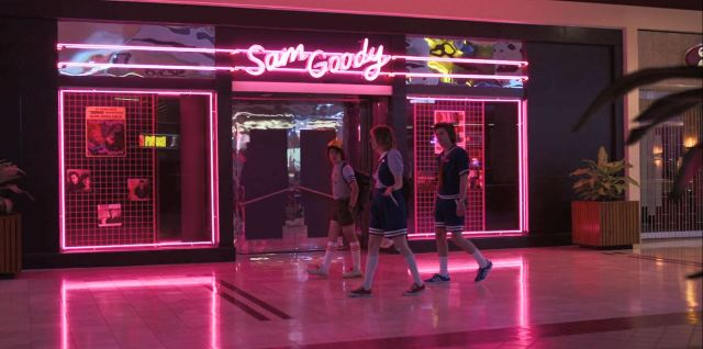 Stranger Things Season 3 Review - Steve Dustin and Robin at the Starcourt mall