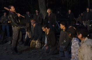 walking-dead-right-hand-on-their-knees