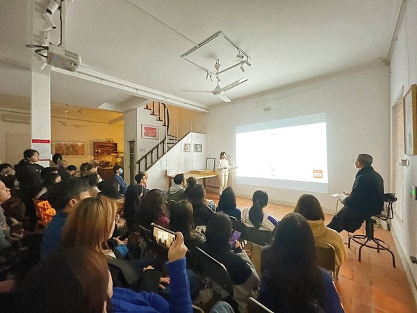 An artwork presentation by students in Study Abroad course at Artpink Academy