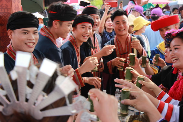 People of Changjiang are celebrating Traditional Festival of Sanyuesan